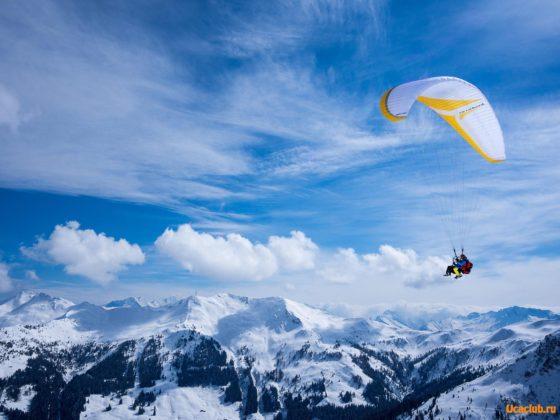 Скачать очень красивые обои. Тандемный полёт в горах
